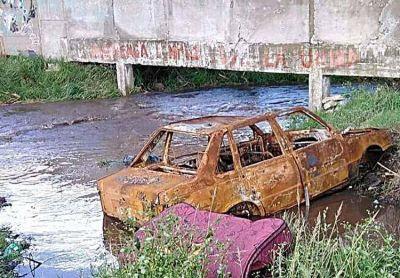 Crecen las críticas por la falta de mantenimiento de los arroyos