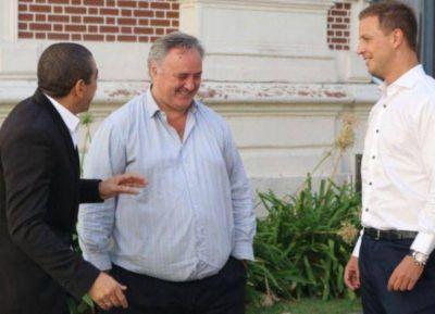 Críticas y abucheos llevaron a De La Torre y Queijeiro a suspender un timbreo en Moreno