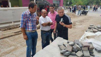 El Intendente inspeccionó la Costanera y la obra de semi peatonalización de Independencia