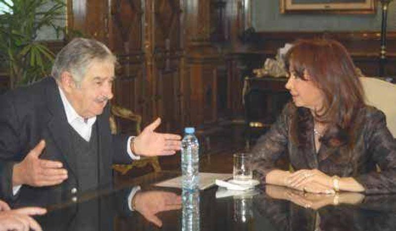 Pepe Mujica pidió a Cristina por los uruguayos que quieren ir a votarlo