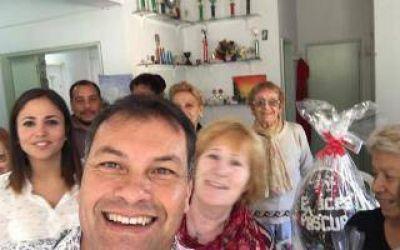 Polémica en Moreno por huevos de pascua que repartió el intendente