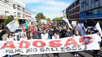 Santa Cruz: Docentes y judiciales paran toda la semana