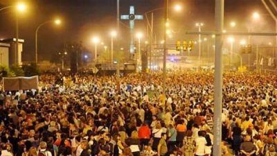 Más de 200 mil fieles participaron del Via Crucis del padre Ignacio en Rosario