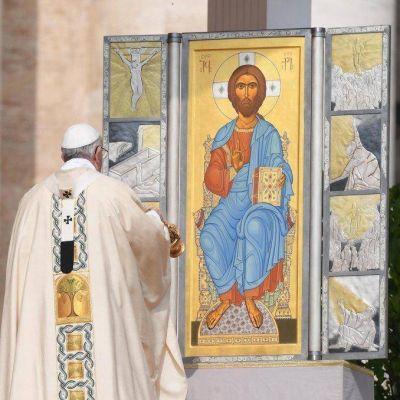 Una vez mas, el Papa rompió el protocolo…