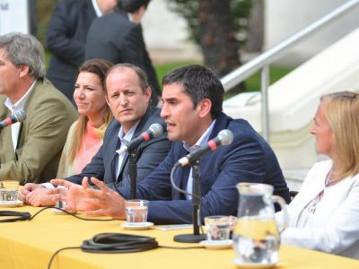Insaurralde, cada vez más cerca de Vidal: Elogió a Manuel Mosca pero evadió la pregunta política