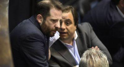 La crisis del Esmeralda bloquea la unificación del peronismo en la Legislatura