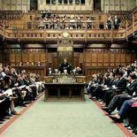 El Parlamento debate el llamado a elecciones anticipadas