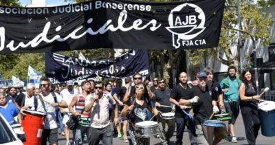 Más problemas para Vidal: paran los judiciales por paritarias y para que devuelvan los días descontados