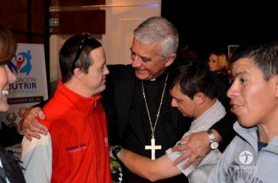 """Mons. Uriona llamó a """"vivir el compromiso de seguir a Jesucristo en el servicio a los hermanos"""""""
