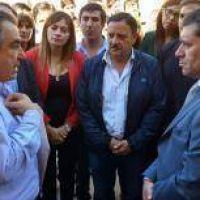 Los candidatos del PJ, juntos y de campaña con Casas
