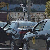 Analizarán la posibilidad de aceptar los pagos con tarjeta en los taxis