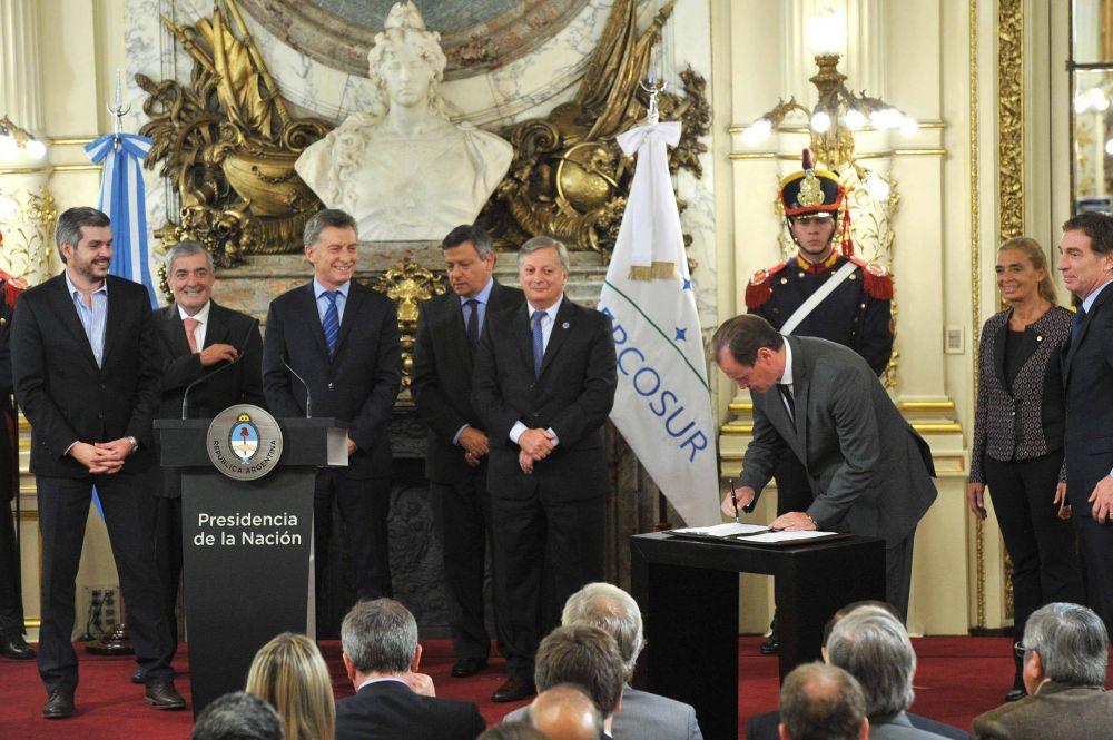 Bordet suscribió el Acuerdo Federal de Energía