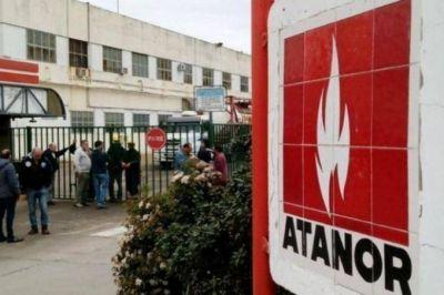 Diputados y senadores del FpV respaldaron a los trabajadores despedidos de Atanor