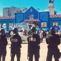 Amenazante, la policía rodeó a los docentes en la Escuela Itinerante