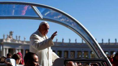 Bergoglio: educar es como cultivar, los niños son terreno sagrado