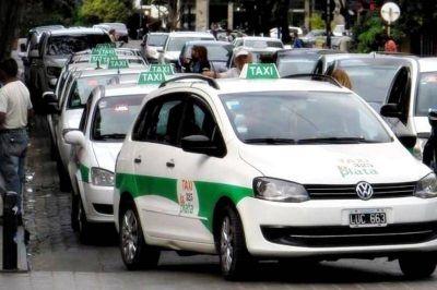 El blanqueo de choferes y el tope del 18% se meten de lleno en la discusión por la suba en la tarifa del taxi