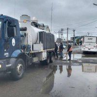 Obras Sanitarias realizó un amplio operativo en diversos barrios por la lluvia