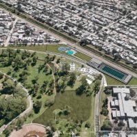 Corral presenta el proyecto para construir la pileta olímpica en el Parque Garay