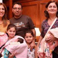 La Gobernadora recibió la visita de las trigemelas y su familia