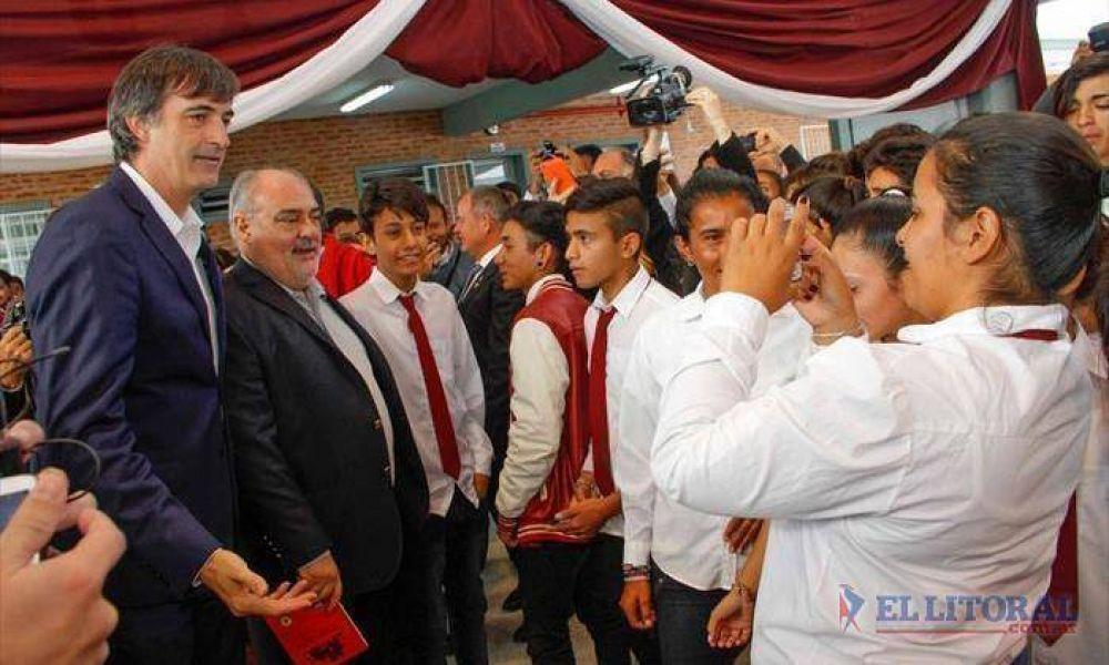 Con el ministro Bullrich, Colombi inauguró una escuela en Esquina