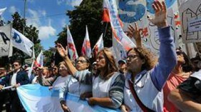 La Justicia ordena devolver los descuentos a los docentes bonaerenses