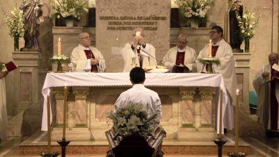 El cardenal Poli presidió la Misa por el padre Brumana
