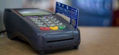 El pago con tarjeta de débito trae expectativas en el comercio local