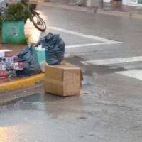 Por el paro de trabajadores de Ashira, la basura permanece en las calles