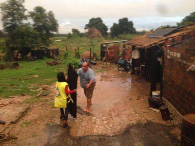 Asistencia del Gobierno ante temporal que provoco voladuras de techos en Cano