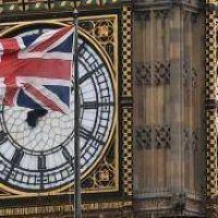 May empezará a tratar las negociaciones del Brexit con Juncker