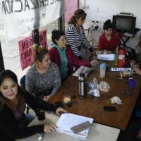 Fadecs: no cede el conflicto y 50 profesores piden una salida