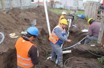 Ya están habilitados los servicios de agua potable y cloacas en el barrio Argentino