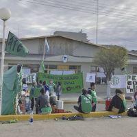 Trabajadores de ATE instalaron una carpa frente al municipio