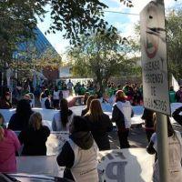 Empleados estatales marcharon nuevamente por las calles de Deseado