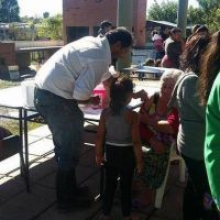En áreas afectadas por el agua se centran en prevenir afecciones respiratorias y dengue