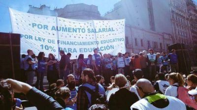 En la Argentina hacen huelga 2,4 empleados del Estado por cada uno que para en el sector privado