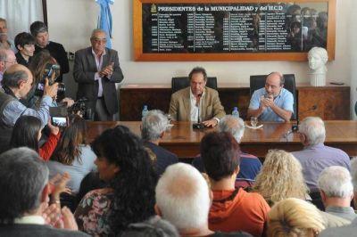 Scioli recorrió 3 distritos bonaerenses más e insistió en