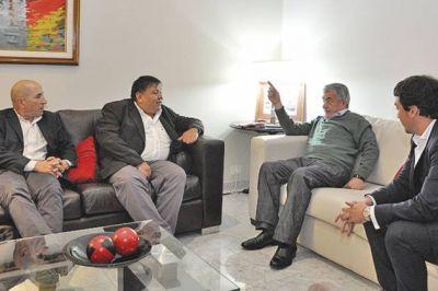 Das Neves recibió a los titulares de los sindicatos petroleros tras el acuerdo firmado con Nación