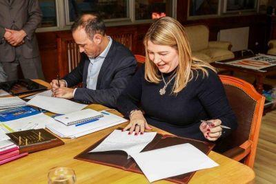 Bertone firmó convenio con el Centro Tecnológico Tierra del Fuego