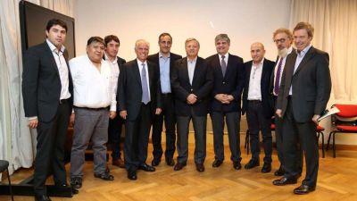 Con la fórmula Vaca Muerta, firmaron el acuerdo petrolero para la Cuenca San Jorge, en Chubut