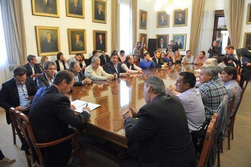 Bordet anunció que en los próximos días enviará un proyecto para legislar el régimen de comunas