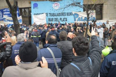 El Ejecutivo ratificó que les descontará el día de huelga a los municipales