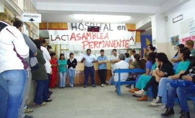 Trabajadores del Hospital de Esquel y zona sanitaria con retención de servicios