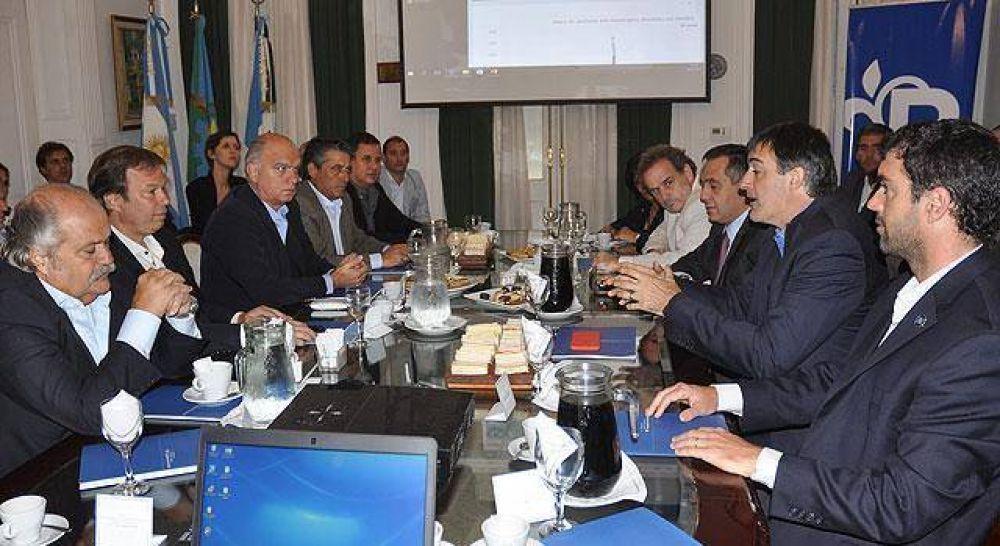 Bullrich presentó el programa Asistiré junto a intendentes de la Región