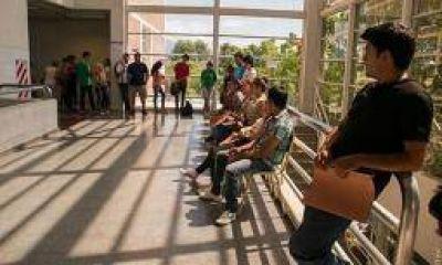 Paritarias: docentes de la UNLaR paran toda la semana