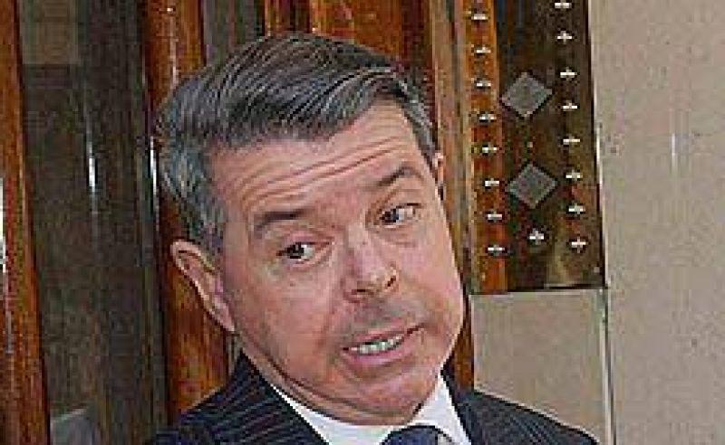 "Oyarbide sugiri� la ""intervenci�n"" de la obra social bancaria"