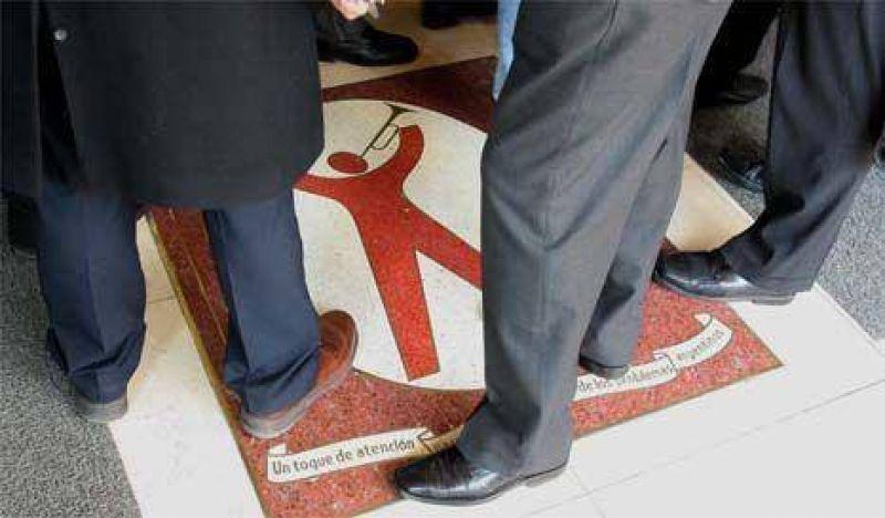 Empleados de AFIP, contra las acusaciones de Clarín