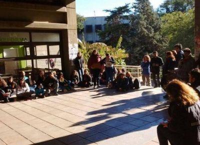 UNSL: tomaron el rectorado durante el primer día de paro