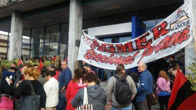 Reclaman frente al CGE por docentes que no percibieron el sueldo de marzo