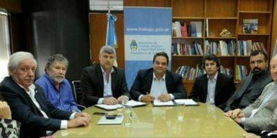 """A cambio del """"salvataje"""" a Sancor, el gobierno modificará el Convenio Colectivo de Trabajo de los lecheros"""